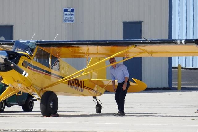 Trước khi thực hiện chuyến bay một mình, Harrison Ford đã kiểm tra kỹ lưỡng chiếc trực thăng một động cơ.