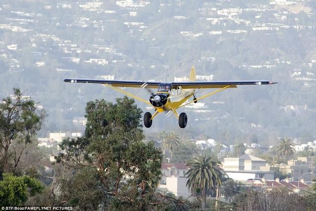 Chiếc trực thăng khởi động bay trên bầu trời sân bay Santa Monica vào thứ 2 vừa qua.