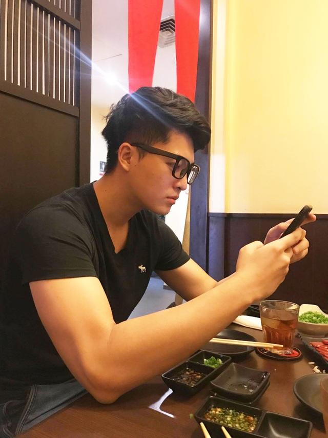 Hình ảnh đầu tiên của Harry Lu khi trở lại Việt Nam sau gần 5 tháng dưỡng bệnh tại quê nhà Đài Loan