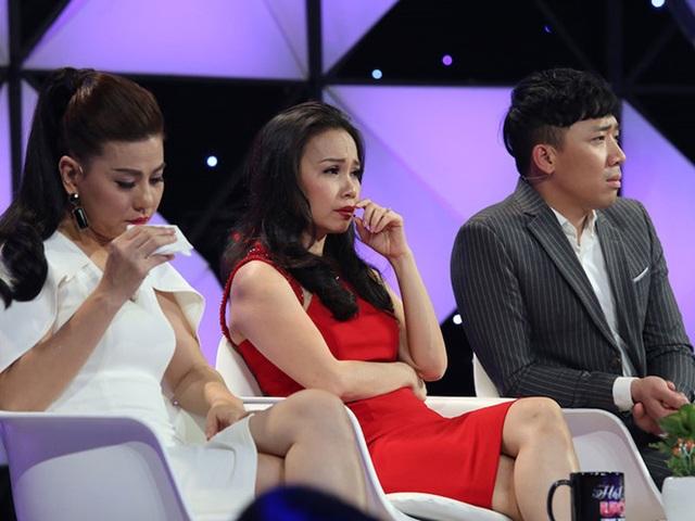 3 giám khảo đỏ hoe mắt khi nghe các thí sinh hát. Ảnh: NSX.