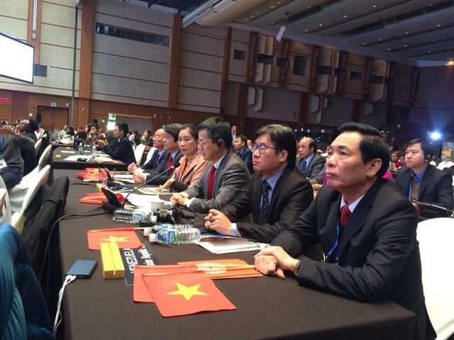 Đoàn Việt Nam tại Phiên họp Uỷ ban Liên Chính phủ Công ước 2003 về bảo vệ di sản văn hóa phi vật thể lần thứ 12 của UNESCO diễn ra tại Jeju, Hàn Quốc. Ảnh: Phạm Cao Quý.