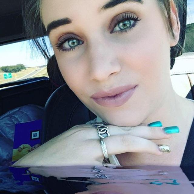 Amanda Hawkins bị buộc tội bỏ rơi, đặt con vào nguy hiểm.
