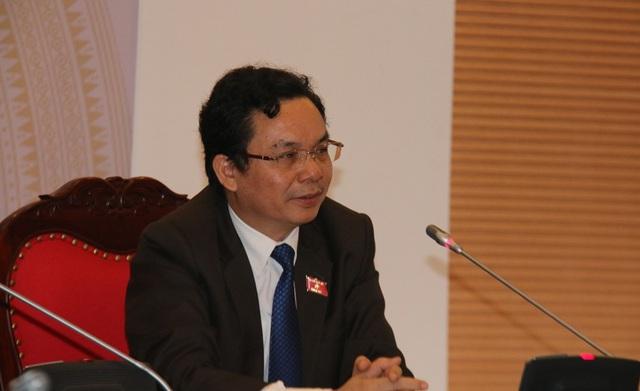 GS-TS. Hoàng Văn Cường, Phó Hiệu trưởng Trường Đại học Kinh tế quốc dân tại tọa đàm. (Ảnh: Vietnamnet)