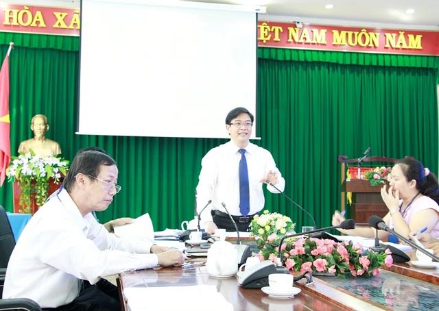 Ông Thái Văn Tài – Phó Giám đốc Sở GD-ĐT Đắk Lắk (đứng) cho biết công tác chuẩn bị cho kỳ thi tốt nghiêp THPT quốc gia tại Đắk Lắk cơ bản được hoàn thành sẵn sàng cho kỳ thi sắp tới