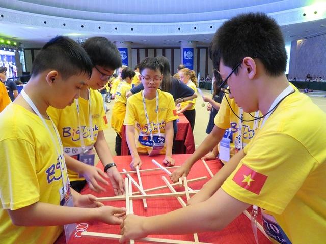 Đoàn Việt Nam tại chung kết cuộc thi Toán học thế giới 2017