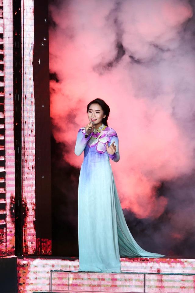 Có ý kiến cho rằng, Hellen Thủy chỉ được phần nhìn, gương mặt sáng sân khấu mà thiếu đi giọng hát, tài năng thực sự để mang đến chiến thắng thuyết phục.