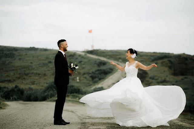 Cặp đôi ngoại quốc chụp ảnh cưới ở Việt Nam sau một năm hẹn hò qua mạng - 11