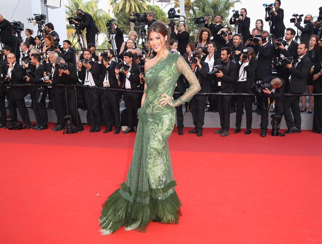 Hoa hậu hoàn vũ toả sáng tại Cannes - 13