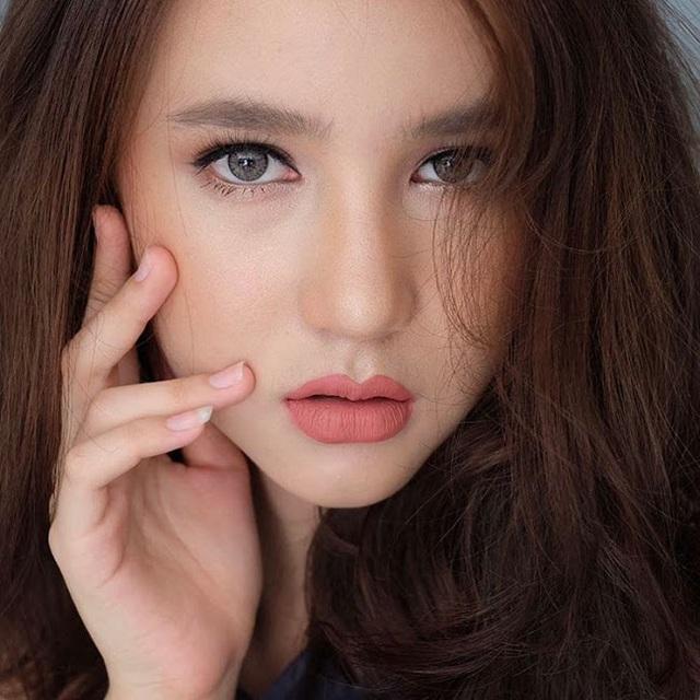 Cận cảnh nhan sắc của tân hoa hậu chuyển giới Thái Lan trước khi phẫu thuật thẩm mỹ - 22