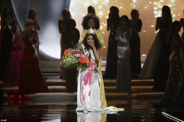 Người đẹp gốc Phi nghẹn ngào trong giây phút đăng quang.