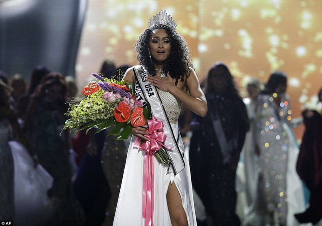 Nhà khoa học 25 tuổi trở thành Hoa hậu Mỹ năm 2017 - 2