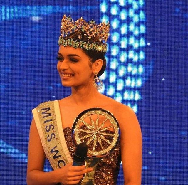 Manushi Chhillar được vinh danh với giải thưởng đặc biệt trong một sự kiện tại Ấn Độ, ngày 1/12.