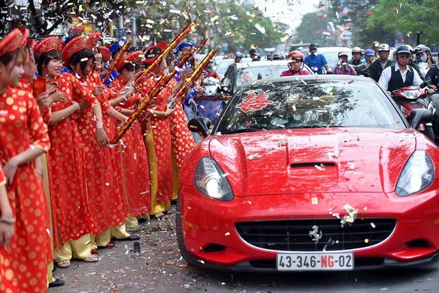 Sáng 9/1, Hải Phòng, dàn siêu xe tại lễ cưới Hoa hậu bản sắc Việt Thu Ngân đã thu hút sự quan tâm của nhiều người.