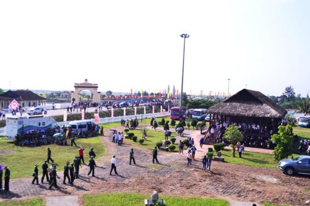 Khu di tích Hiền Lương - Bến Hải nhộn nhịp trong ngày lễ kỷ niệm đất nước thống nhất