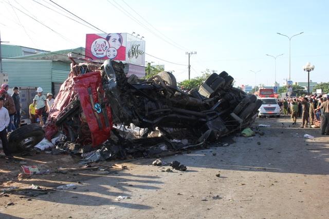 Nhân chứng kể lại cảnh tượng hãi hùng xe tải tông xe khách tại Gia Lai - 1