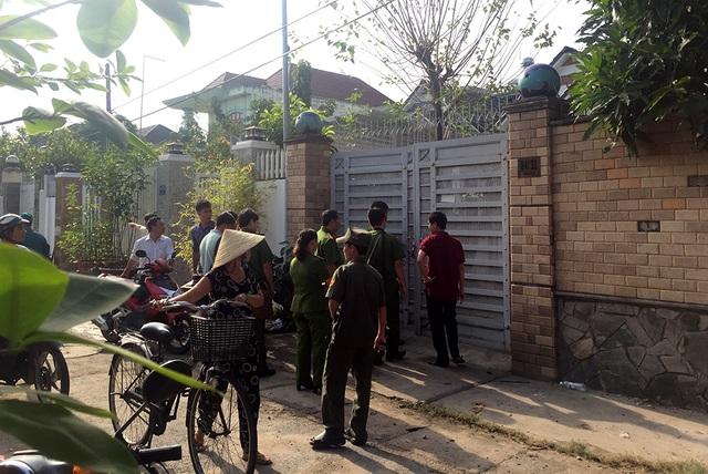 Hiện trường vụ cháy được bao quanh bằng hệ thống tường rào kiên cố.
