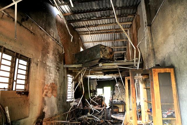 Bên trong căn nhà bị cháy.