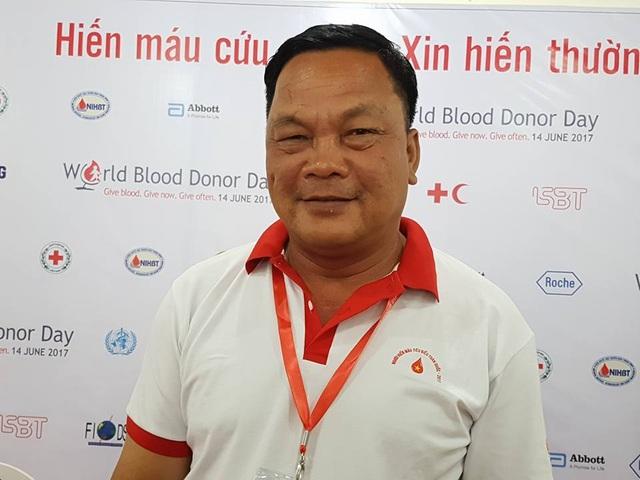 Anh Dũng đã 62 lần hiến máu và sẽ tiếp tục đến khi nào không được hiến mới thôi. Ảnh: H.Hải