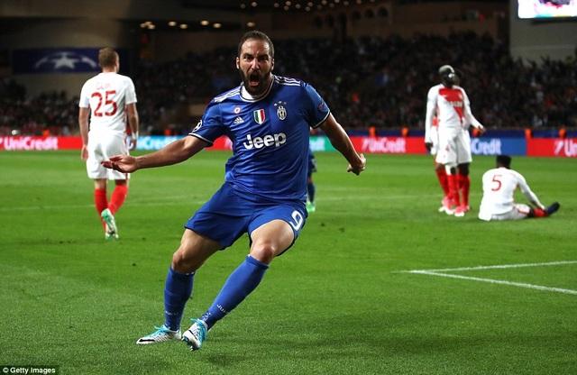Higuain tỏa sáng khi đóng góp cả 2 bàn thắng cho Juventus