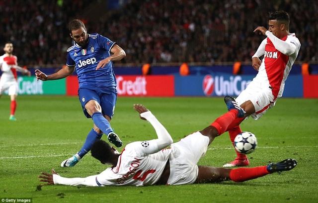Higuain gây ấn tượng khi ghi cả 2 bàn thắng giúp Juventus chiến thắng