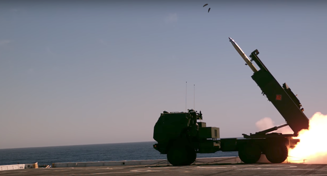 Hệ thống rocket pháo binh có tính cơ động cao (HIMARS) (Ảnh: Hải quân Mỹ)
