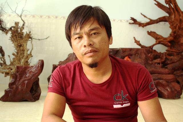 Thuyền trưởng Nguyễn Văn Mười vẫn còn xúc động khi kể lại đêm bị tàu lạ bắn chết một ngư dân trên tàu của mình