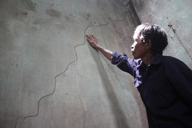 Nhà ở của ông Nguyễn Hồng Công bị nứt do xe công trình của Công ty 864 gây ra.