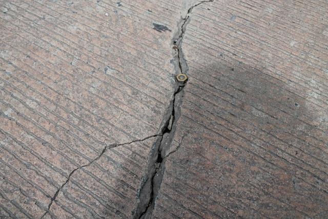Mặt đường bê tông bị nứt