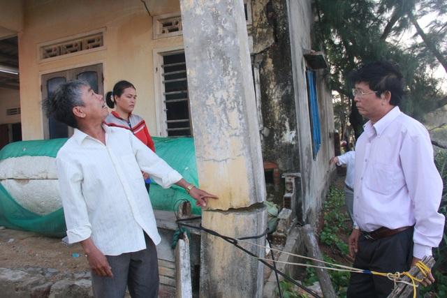 Tỉnh Quảng Ngãi kiểm tra tình trạng sạt lở bờ biển gây nguy hiểm cho nhà dân tại thôn Lệ Thủy, xã Bình Trị