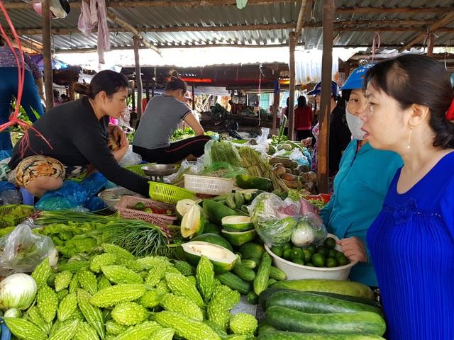 Tại Phú Yên, giá các loại rau xanh tăng từ 30% - 50% so với trước khi mưa bão