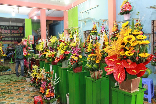Nhiều cửa hàng hoa tươi vắng khách trước dịp lễ