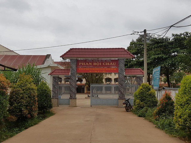 Trường THPT Phan Bội Châu (xã Nam Dong, huyện Cư Jút, tỉnh Đắk Nông) nơi phụ huynh phản ánh thông tin học sinh bị dọa cấm thi vì chưa đóng tiền học thêm.