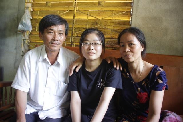 Cha mẹ Danh hạnh phúc bên cô con gái học giỏi, đa tài.
