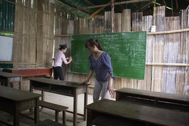 Cô giáo trường tiểu học Trà Khê chuẩn bị đón học sinh vào năm học mới.