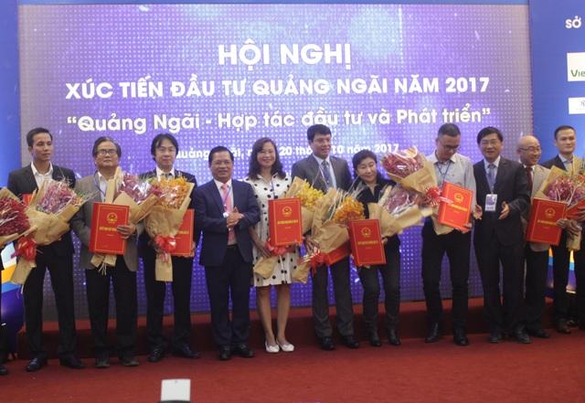 Tỉnh Quảng Ngãi trao Giấy chứng nhận đầu tư cho 14 dự án