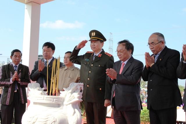 Lãnh đạo Trung ương, tỉnh,lão thành cách mạng tri ân cán bộ, chiến sĩ đã hy sinh trong quá trình xoi đường hành lang chiến lược Bắc - Nam