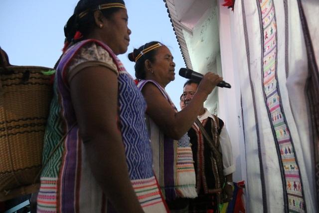Nghi lễ hát đối đáp, một phần trong  Lễ đón bạn của người Mạ
