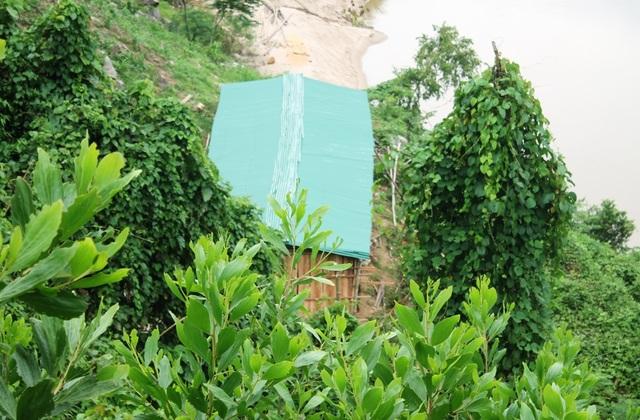 Nhiều người dân vẫn tiếp dụng dựng nhà sàn trái phép bên bờ sông Xà Lò.