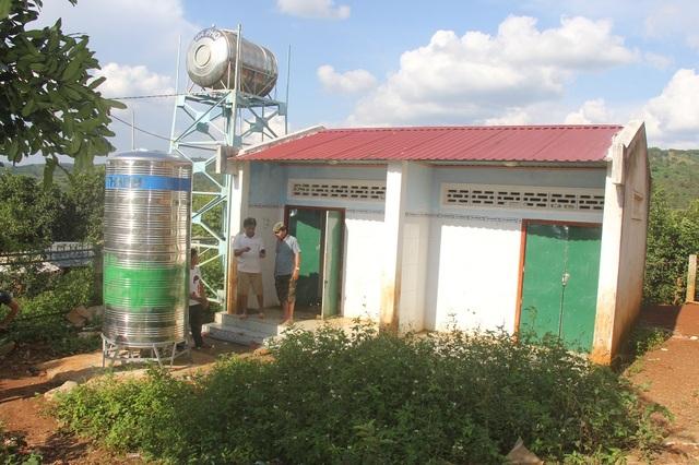 Nhà trường chưa thể cho học sinh sử dụng nhà vệ sinh vì sợ ảnh hưởng đến nguồn nước phục vụ cồng trình