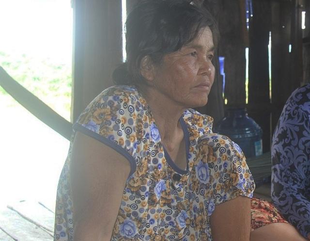 Vì mưu sinh, nên bà Thuận và chồng phải đánh đổi sức khỏe thậm chí là tính mạng