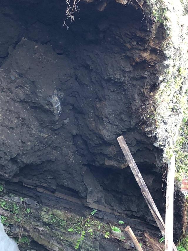 Vách núi khu vực chùa Đục, Giếng Tiền có thể tiếp tục sạt lở