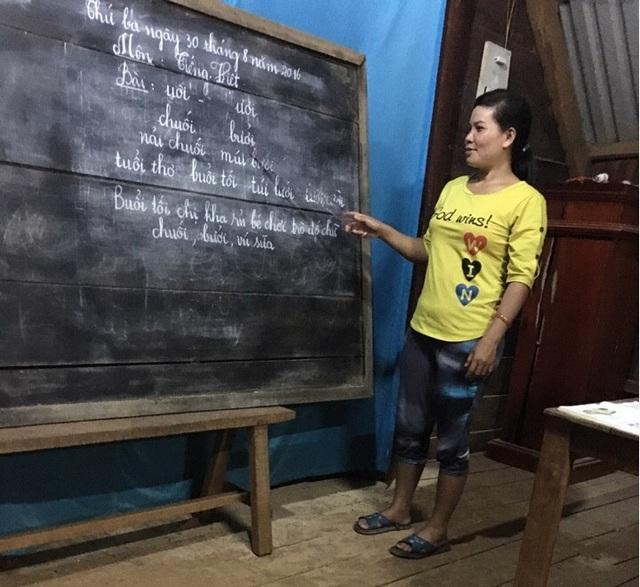 Sau 6 tháng, 100% học viên của lớp học xóa mù đã đọc thông, viết thạo