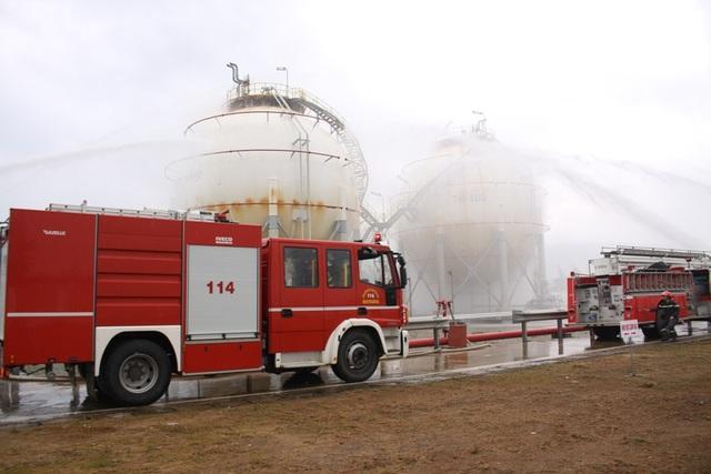 Các lực lượng phun nước làm mát, chống biến dạng bồn chứa.
