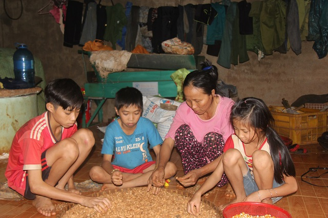 Thương chồng, con, người vợ nghèo chỉ biết lặng lẽ chuẩn bị hậu sự
