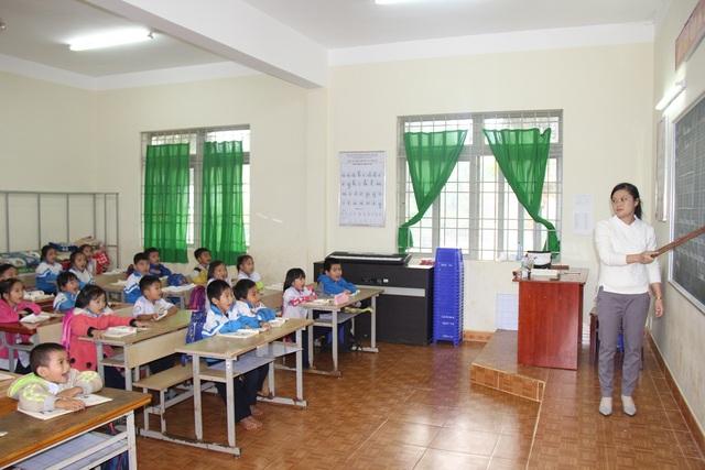 Tình trạng thiếu giáo viên buộc các trường phải tăng cường dạy kê, dạy gác, dồn lớp…
