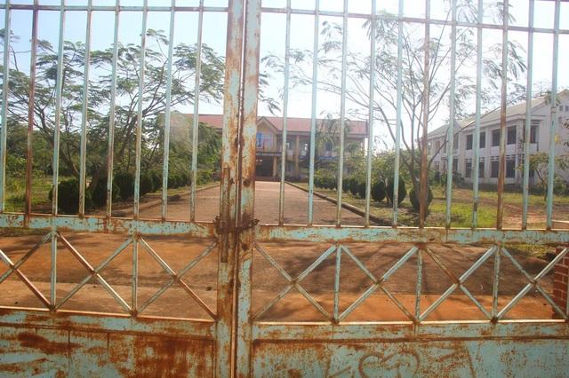 Ngôi trường 3 cấp học, với hai dãy nhà khang trang hiện chỉ có 45 học sinh