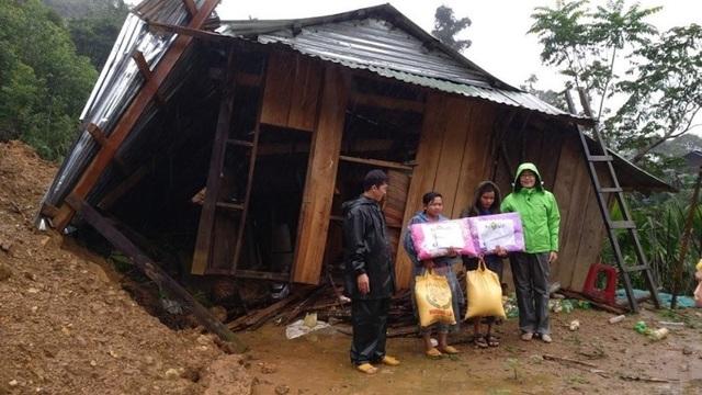 Đồng bào Ca Dong nhận hỗ trợ trực tiếp từ Novaland sau cơn bão số 12