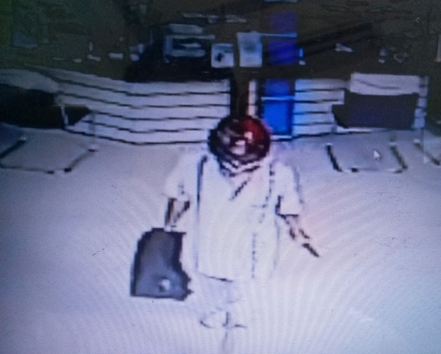 Hình ảnh kẻ cướp ngân hàng được camera an ninh ghi lại.