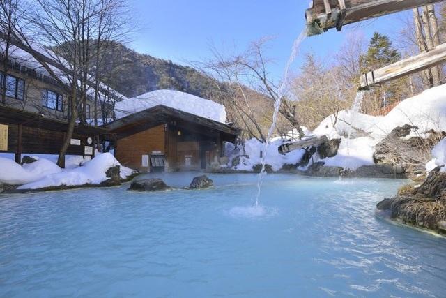 Đến nay, nhiều khu suối nước nóng đã chào đón khách nước ngoài có hình xăm