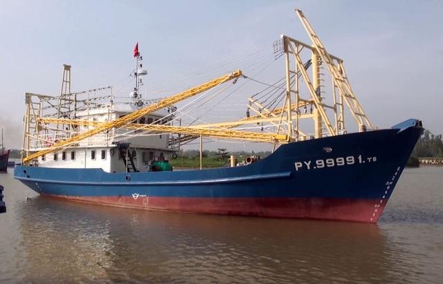 Tàu cá PY 99991-TS của ngư dân Phan Thanh Trị được đầu tư 18 tỉ đồng nhưng gặp sự cố liên tục